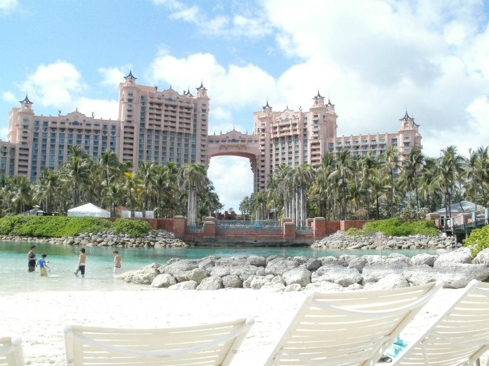 atlantis thanks for beautifying the bahamas, ladies