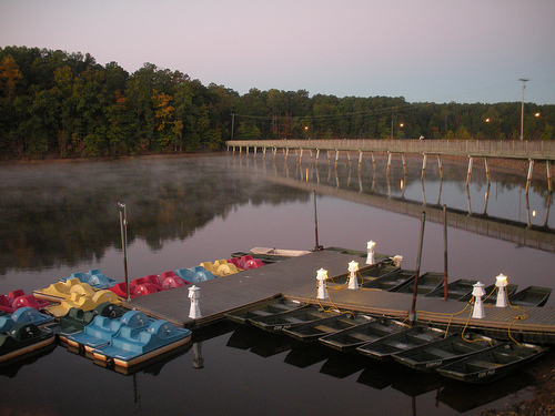lake johnson boats creative {romantic & friend} date ideas